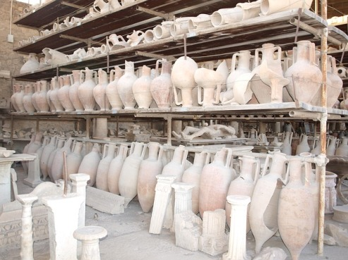 pompeii-vessels-italy-ruins